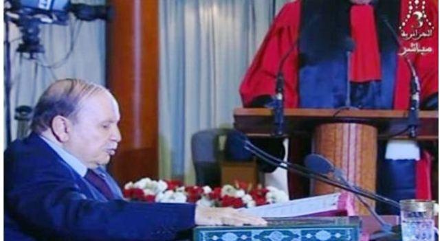 بالفيديو .. بوتفليقة يؤدي اليمين الدستورية