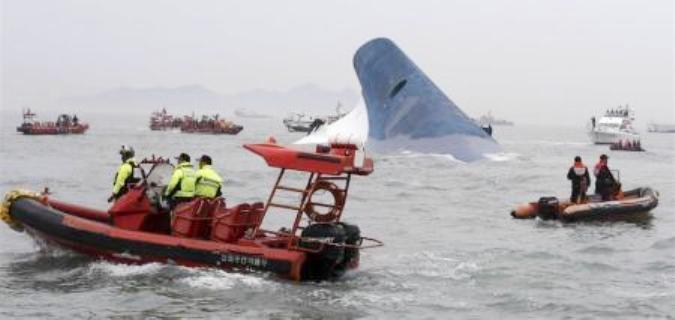 عشرات المفقودين في غرق عبارة في كوريا الجنوبية