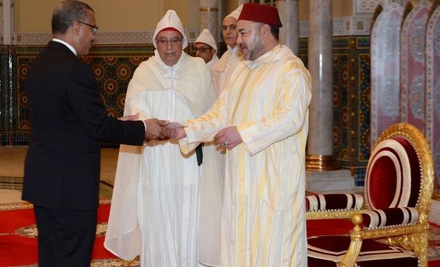 العاهل المغربي  يستقبل بالدار البيضاء سفراء أجانب