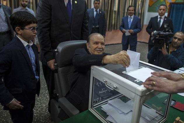 رسميا..بوتفليقة  رئيسا للجزائر لعهدة رابعة