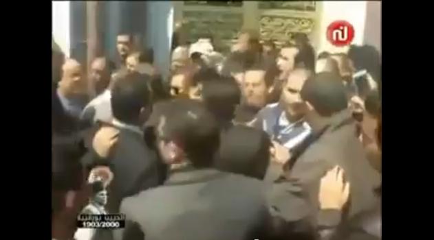تبادل العنف بين التجمعيين من أتباع السبسي و القروي على قبر بورقيبة