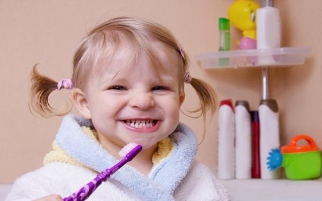 اعتني بصحة أسنان طفلك