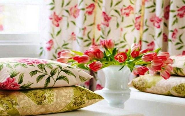 نقوش الزهور في الأثاث لإضفاء طابع رومانسي على منزلك