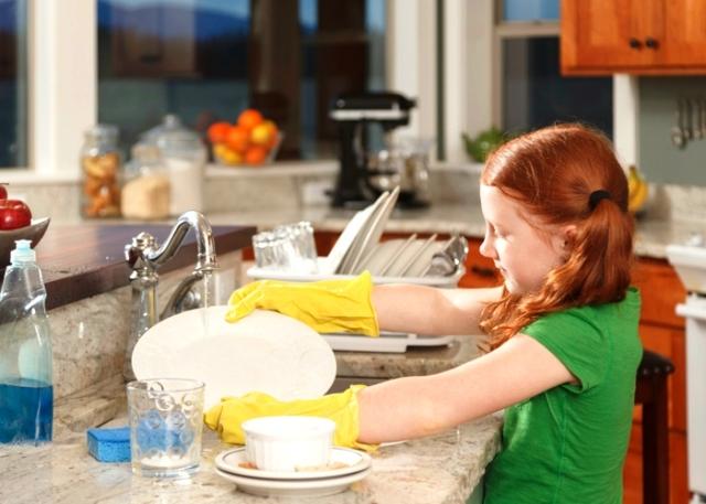 قانون يجبر الأبناء على المشاركة في الأعمال المنزلية