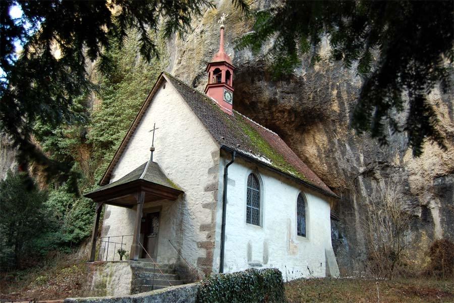 مطلوب العمل كناسك في أحد الأديرة بسويسرا