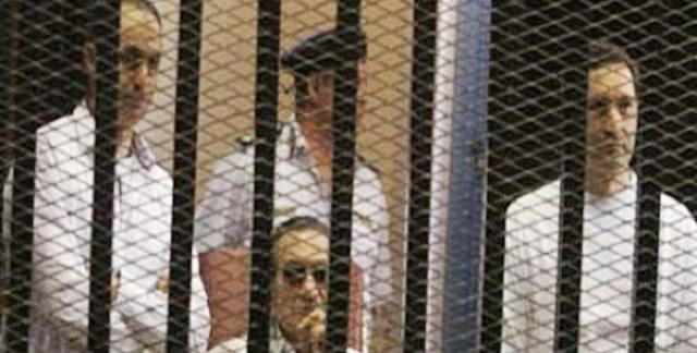 السجن 3 سنوات لمبارك و4 لنجليه في