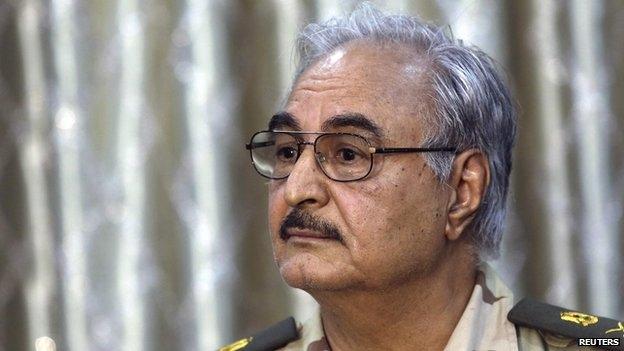 خليفة حفتر.. جنرال منشق يخلق الاضطرابات في ليبيا