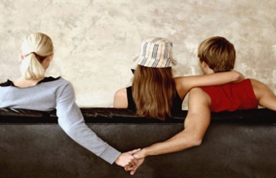 فرنسا الدولة الوحيدة التى توافق على الخيانة الزوجية
