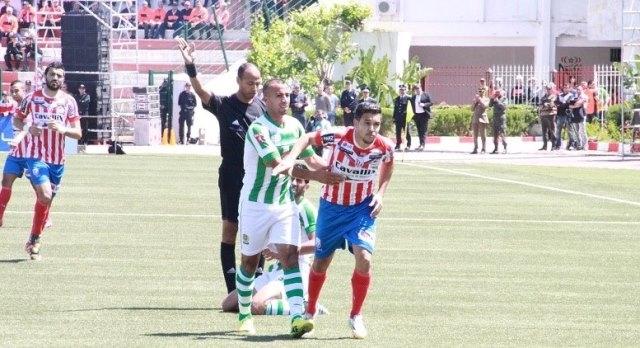 المغرب التطواني يواصل صدارة البطولة والرجاء في المطاردة
