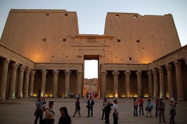 اكتشاف معبد جنوبي القاهرة يعود لعصر بطليموس الثاني