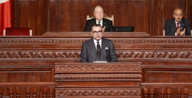 العاهل المغربي يجدد الدعوة من تونس إلى انبثاق نظام مغاربي جديد