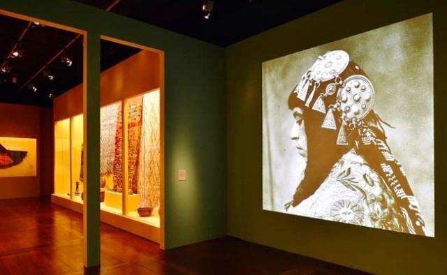 أزياء المرأة الأمازيغية تمثل تراث المغرب في باريس