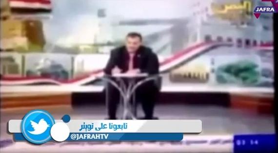 يمني يطالب مذيعاً على الهواء بإعادة بدلته