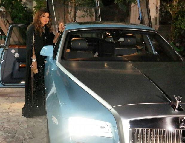 صورة لأحلام بجانب سيارتها الجديدة تثير موجة من الانتقادات على