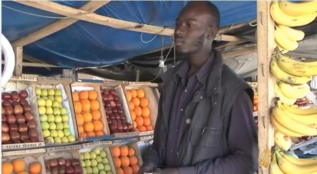 أرزاق..بائع فواكه موريتاني