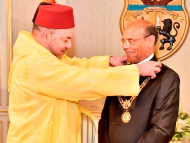 المغرب ينفي نفيا قاطعا ماتداولته بعض الصحف بشأن خلاف مزعوم بين العاهل المغربي والرئيس التونسي