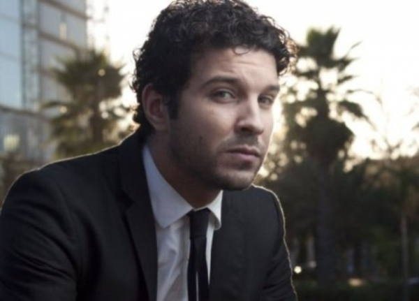 ممثل مغربي يتعرى تماما في فيلم عن حياة الشاعر عبد اللطيف اللعبي