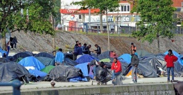 الشرطة الفرنسية تطارد المهاجرين غير الشرعيين