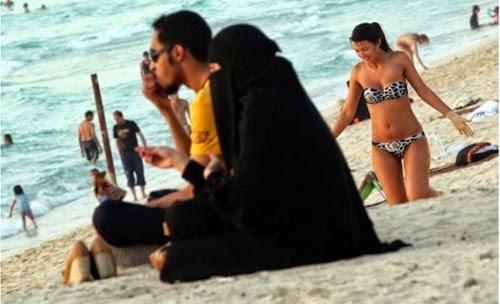 تغريم إيطاليات لارتدائهن البكيني أمام سعوديين