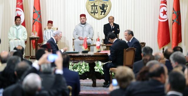 العاهل المغربي والرئيس التونسي يترأسان حفل التوقيع على ازيد من 20 اتفاقية  في مختلف مجالات التعاون