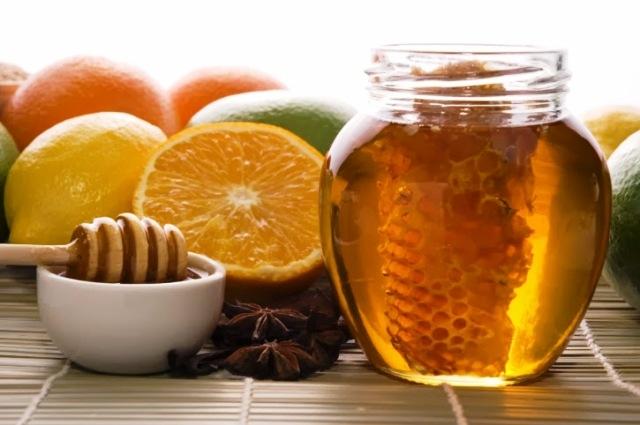 أقنعة العسل والليمون والخميرة لعلاج مشاكل البشرة