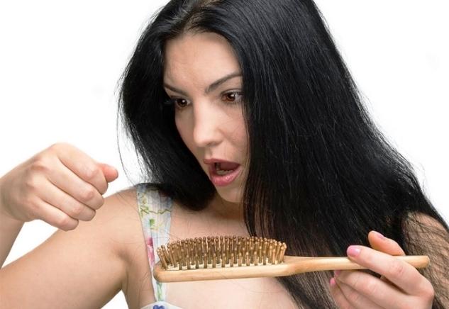 وصفات طبيعية لترطيب الشعر ومنع تساقطه