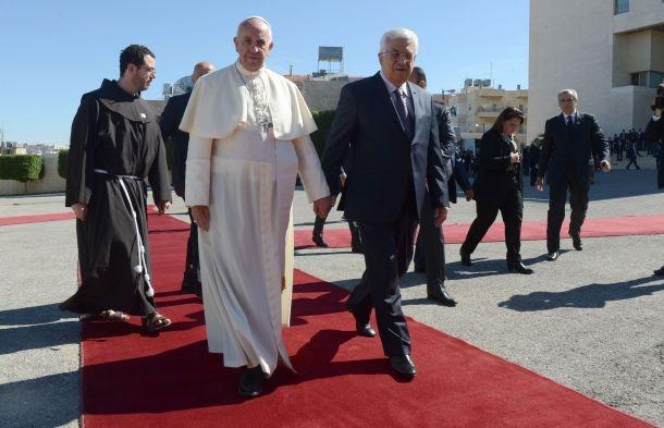 البابا يزور فلسطين المحتلة ويدعو اسرائيل للسلام