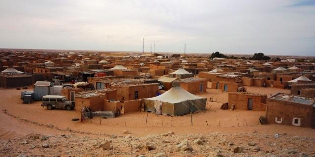 مسؤول كبير بالبوليساريو يتعرض لهجوم من  طرف الساكنة بمخيمات تندوف