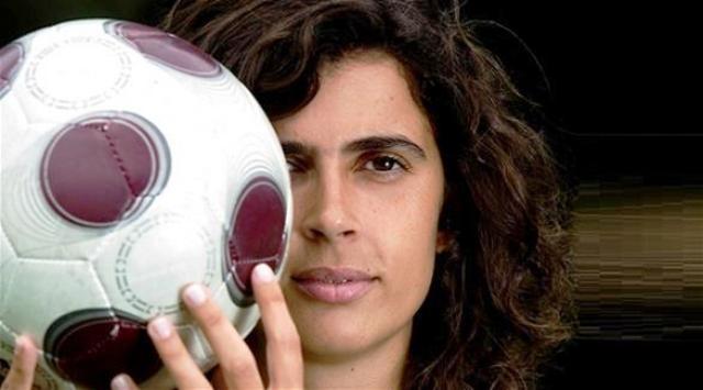 امرأة  تقود فريق فرنسي للرجال لأول مرة في التاريخ