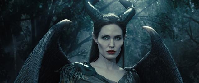 أنجلينا جولي في دور الشريرة