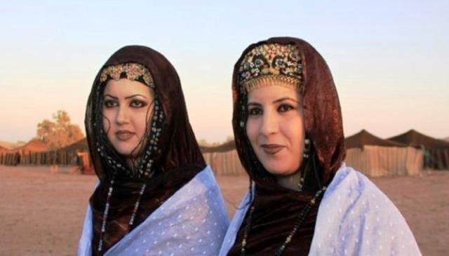 صحراويات المغرب يغازلن الرجال سرا عن طريق