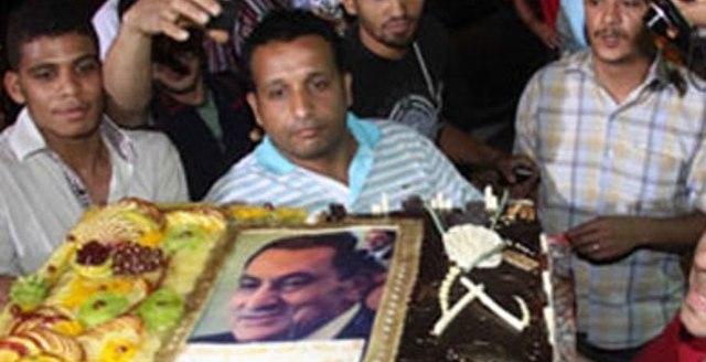 الرئيس المعزول حسني مبارك يحتفل بعيد ميلاده