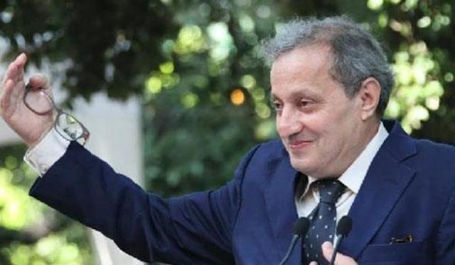توشيح فوزي الصقلي بوسام الجمهورية الفرنسية من درجة فارس