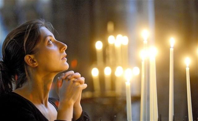 الحب يدفع نساء لمطالبة البابا بالسماح للقساوسة بالزواج