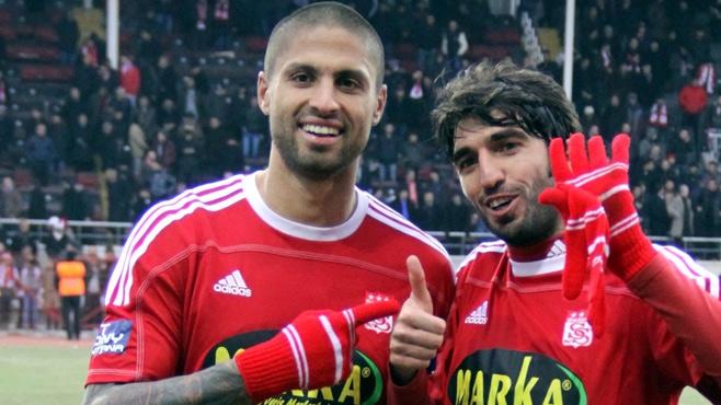 مانويل داكوستا  مدافع برتغالي في تشكيلة الزاكي !