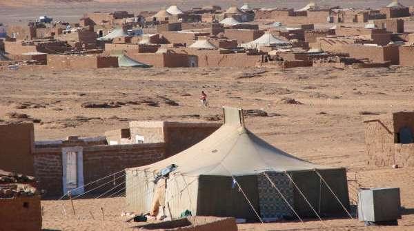 مخيمات تيندوف..اندلاع انتفاضة بمخيم العيون وإصابة الوالي