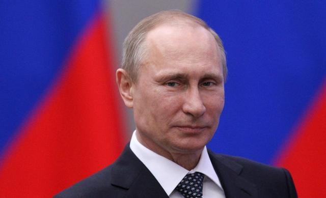 روسيا تنظم عرضا عسكريا ضخما بعد ضم القرم