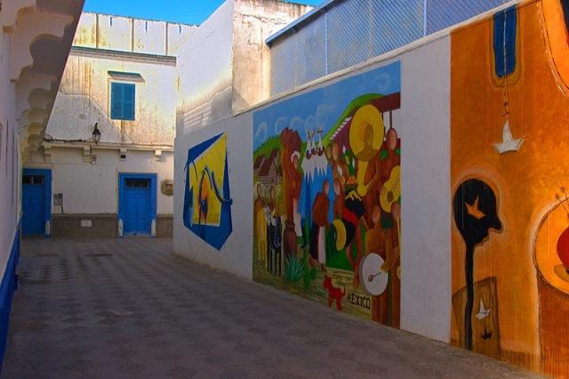 أصيلة المغربية ... مدينة تجمع بين سحرالطبيعة و فن الجداريات