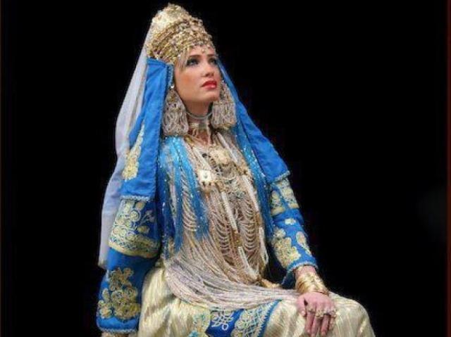 النساء الجزائريات يفضلن الملابس التقليدية على العصرية