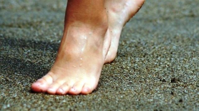 فوائد مذهلة للمشي بأقدام حافية