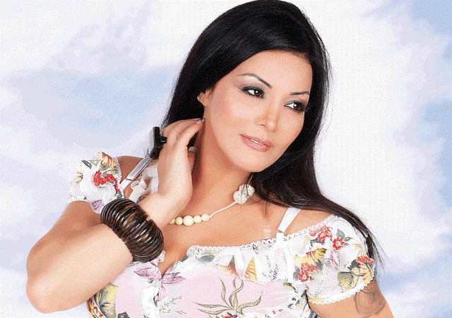 المطربة المغربية ليلى غفران تتعرض للتهديد بالقتل