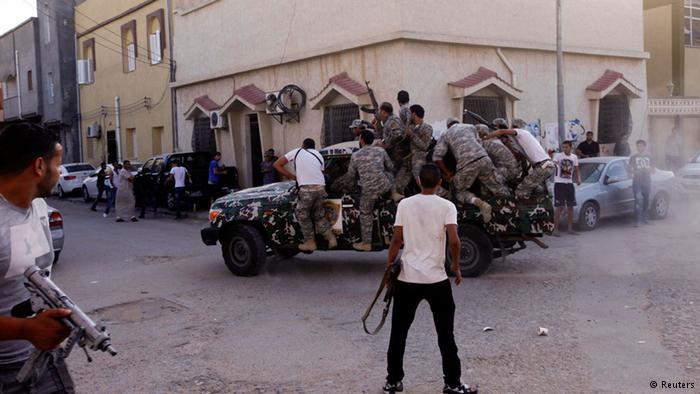 ليبيا: اشتداد المعارك بطرابس وانفجارات قرب معسكرات الجيش