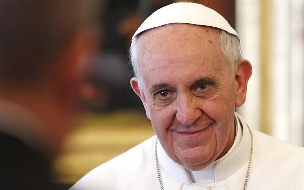 البابا يلمح لإمكانية السماح للقساوسة بالزواج