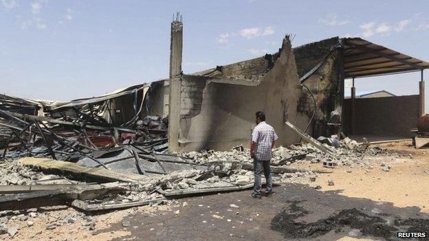 الهدوء يعود إلى بنغازي والحكومة تقود مبادرة وطنية لحل الأزمة