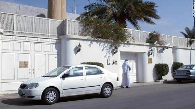 السعودية تغلق سفارتها في طرابلس