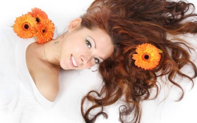 آخر صيحات صبغة الشعر لطلة تفيض بالأنوثة