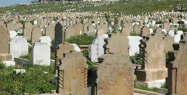 أموات الرباط سيقطعون 30 كيلومتر قبل الدفن