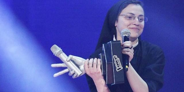 الراهبة كريستينا تفوز بلقب