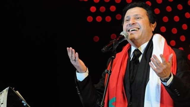 المطرب المصري هاني شاكر يغني في مهرجان أكادير