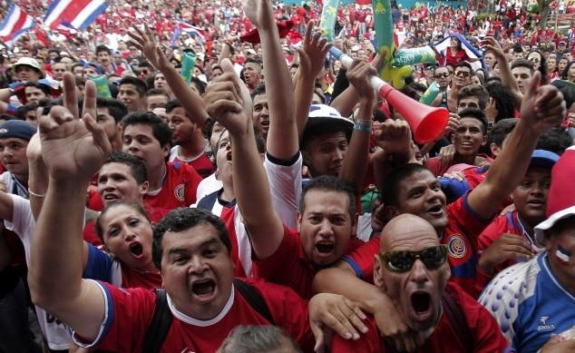جماهير كوستاريكا تحتفل بانجاز منتخبها